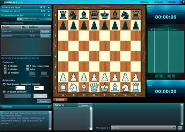 Jeu des échecs, interface en bois sur fond bleu. Pièces d'échecs lisibles et bien dessinées. Enregistrement pgn possible, liste des coups s'affiche à droite