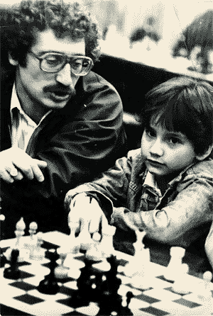 Bruce Pandolfini aux côtés du jeune Josh Waitzkin