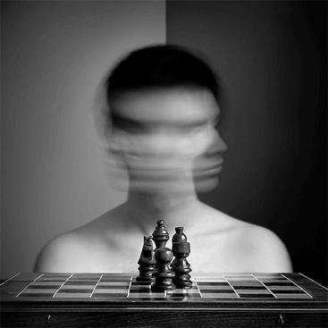 The Next Move by Osman Andrei. Joueur d'échecs qui réfléchit