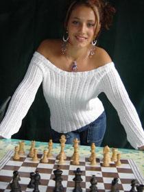 Jessica Basland, la joueuse d'échecs française aux épaules dénudées