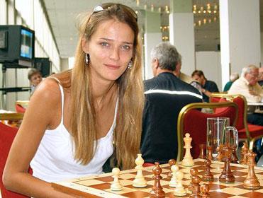 Carmen Kass, une belle blonde estonienne aux yeux bleus