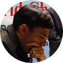 Anand, portrait vue de face en train de réfléchir