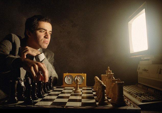 meilleur logiciel d'échecs. Kasparov affronte la machine (un écran lumineux)