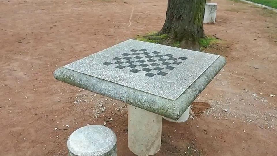 Tables d'échecs en pierre