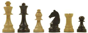 Des pièces d'échecs côte à côte de taille décroissante